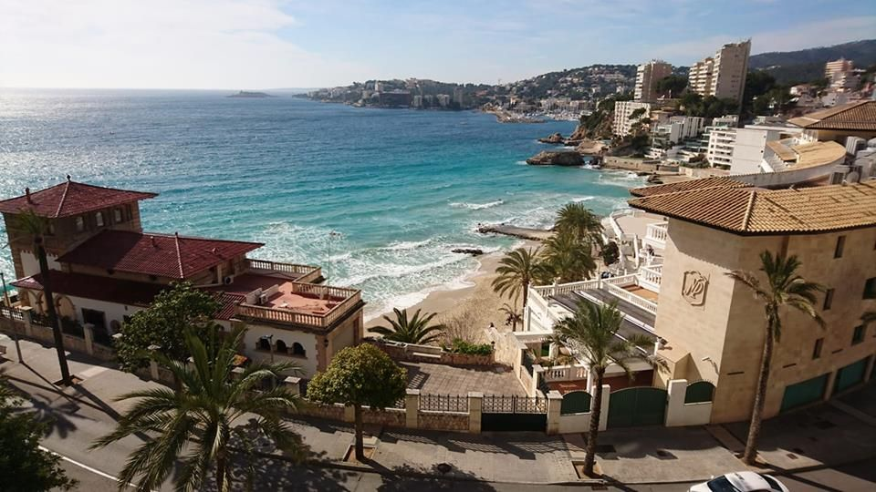 Cala Major – Strand und Kunst